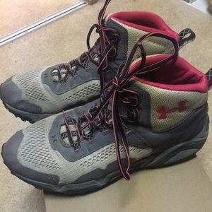 2b12d8a55da2 •Under Armour• women s hiking lace up ankle boots